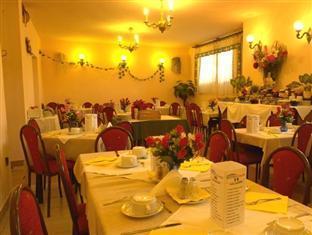 Attila Hotel and Restaurant Budapest - Breakfast Room