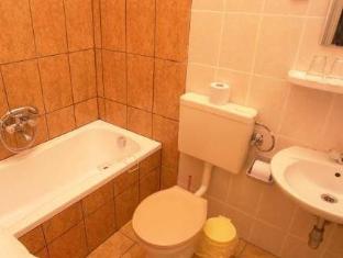 Attila Hotel and Restaurant Budapest - Bathroom
