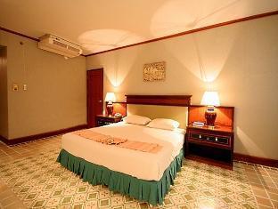 โรงแรมถาวร แกรนด์ พลาซ่า