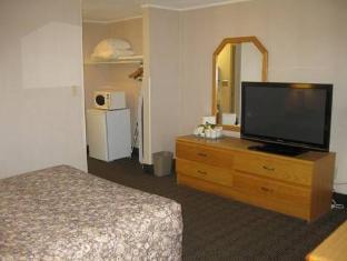 Ramada Vancouver Exhibition Park Hotel Vancouver (BC) - Guest Room