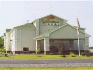 Holiday Inn Express Martinsburg North Hotel