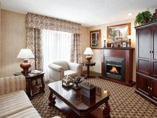 Holiday Inn Express Hotel & Suites Sharon-Hermitage West Middlesex (PA) - Suite Room