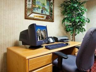 Holiday Inn Express Hotel & Suites Sharon-Hermitage West Middlesex (PA) - Business Center