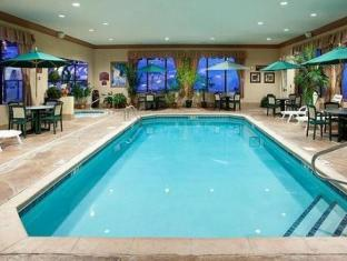 Holiday Inn Express Hotel & Suites Sharon-Hermitage West Middlesex (PA) - Swimming Pool