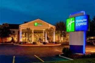 Holiday Inn Express St. Charles Hotel