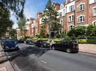Veeve  2 Bed Flat Honeybourne Road West Hampstead
