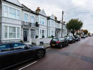 Veeve  Sleek 3 Bedroom Home On Fernhurst Road Fulham