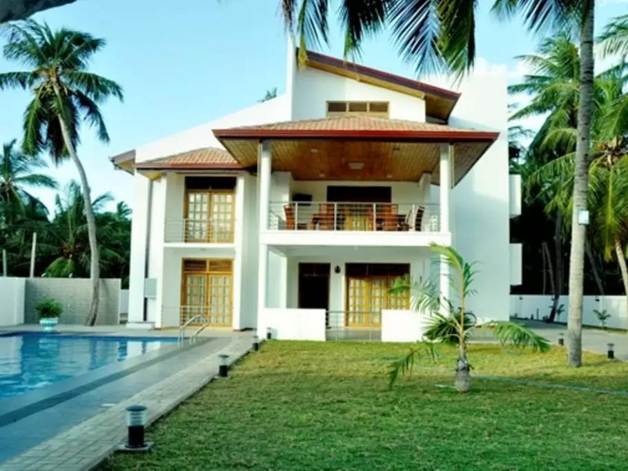 Blue Water Beach Resort - Hotels and Accommodation in Sri Lanka, Asia
