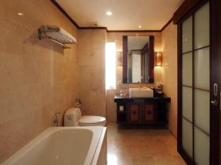 Grand Balisani Suites Hotel Bali - Deluxe's Bathroom