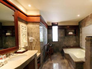 Grand Balisani Suites Hotel Bali - Garden suite's Bathroom