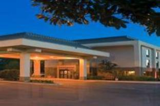 Hampton Inn Brunswick Hotel
