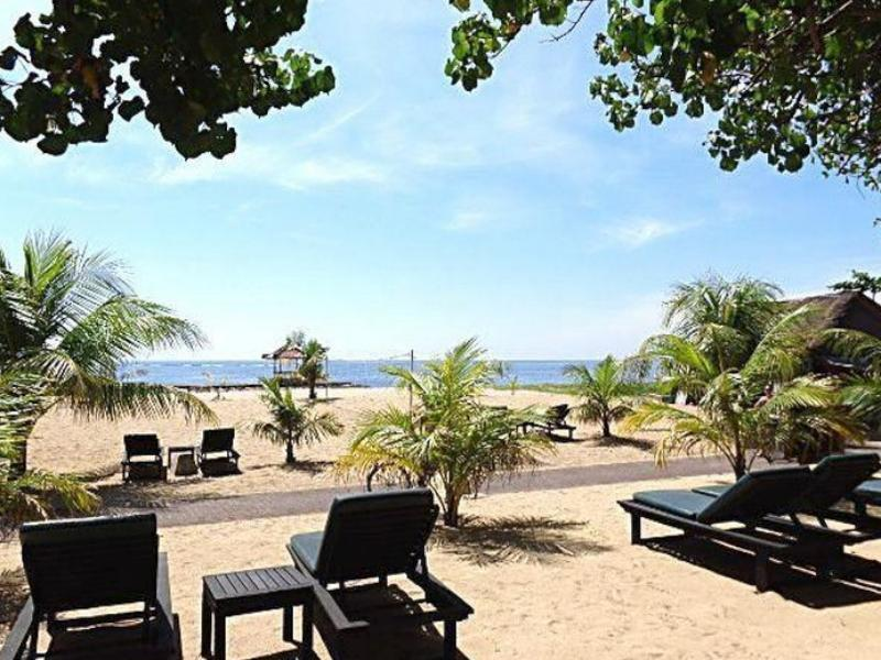 The Benoa Beach Front Villas Bali - Hotellet från utsidan