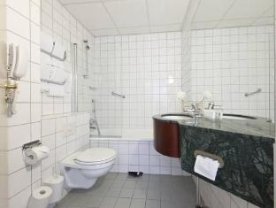 First Hotel Millennium Oslo - Bathroom
