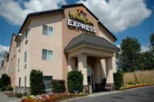 Holiday Inn Express Troutdale Hotel