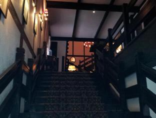 The Lakehouse Hotel Cameron Highlands - Stairway entrance