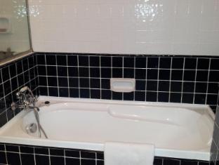 The Lakehouse Hotel - Bathroom