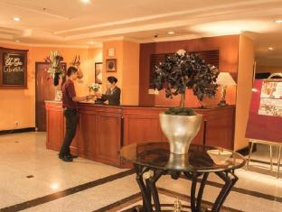 Travellers Suites Serviced Apartments Medan - Recepce