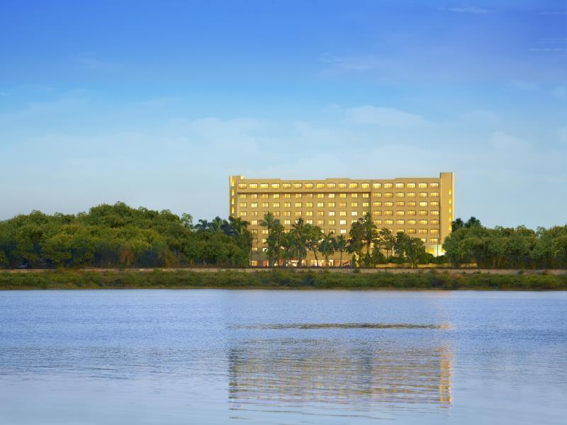 The Gateway Hotel Athwalines - Hotell och Boende i Indien i Surat