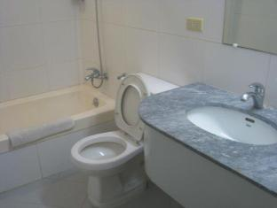 Philippines Hotel Accommodation Cheap | Taft Tower Manila Manila - Superior Bathroom