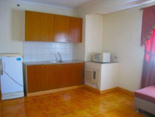 Philippines Hotel Accommodation Cheap | Taft Tower Manila Manila - Corner Suite Kitchen
