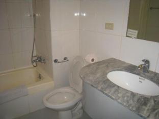Philippines Hotel Accommodation Cheap | Taft Tower Manila Manila - Corner Suite Bathroom