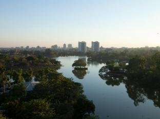 Chatrium Hotel Royal Lake Yangon Yangon - Lake view from hotel