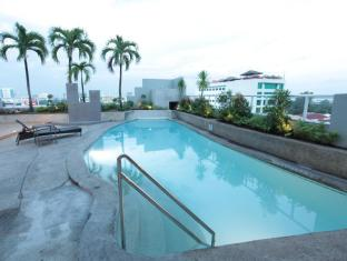 Summit Circle Cebu Cebu City - Swimming Pool