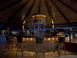Bluewater Maribago Beach Resort Cebu - Bar/Bekleme Salonu