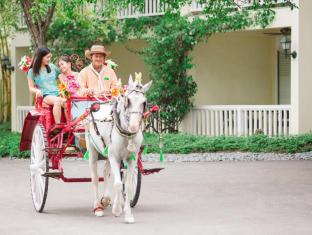 Plantation Bay Resort & Spa Mactan Island - Horse-drawn carriage