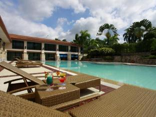 Waterfront Airport Hotel and Casino Cebú - Piscina