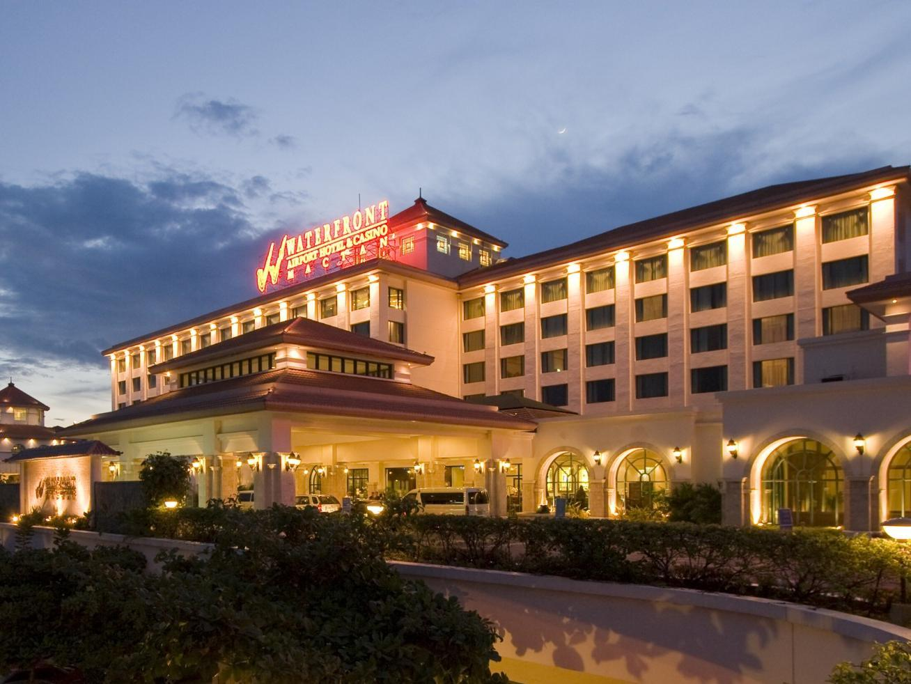 Waterfront Airport Hotel and Casino Cebu City - Hotellet från utsidan