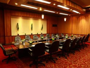 Waterfront Airport Hotel and Casino Cebu-Stadt - Konferenzzimmer