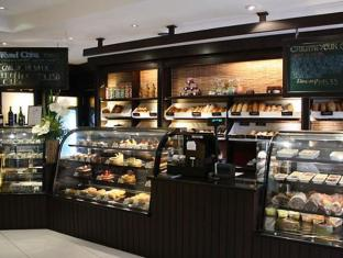 Mandarin Oriental Manila Hotel Manila - Food, drink and entertainment