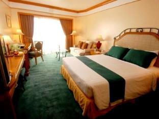 Century Park Hotel Manila - Külalistetuba