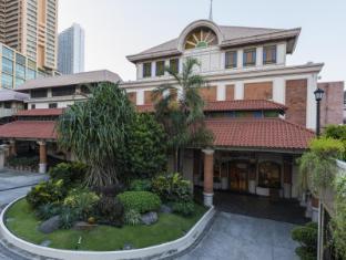 The Legend Villas Manila - Facade
