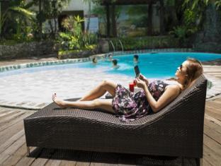 The Legend Villas Manila - Swimming Pool