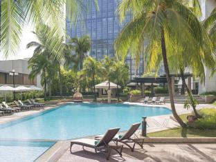 New World Makati Hotel Manila - Swimming Pool