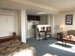 Century Plaza Hotel And Spa Vancouver - Habitación