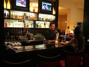 Century Plaza Hotel And Spa Vancouver - Bar/ Salón