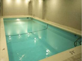 Century Plaza Hotel And Spa Vancouver - Piscina