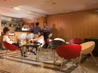 Bayview Hotel Singapore - Food, drink and entertainment