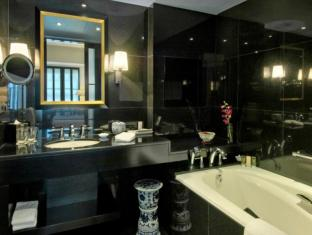 Orchard Hotel Singapore Singapore - Signature Bathroom