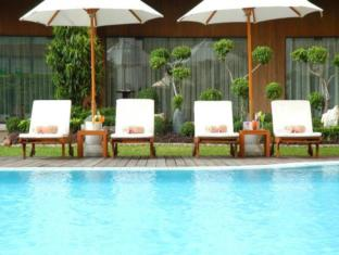 Imperial Queen's Park Hotel Bangkok - Swimming Pool