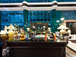 Hotel Windsor Suites & Convention Bangkok - Food, drink and entertainment