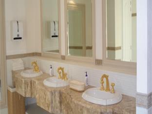 Hotel La Estancia Leon - Bathroom