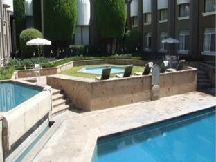 Hotel La Estancia Leon - Swimming Pool