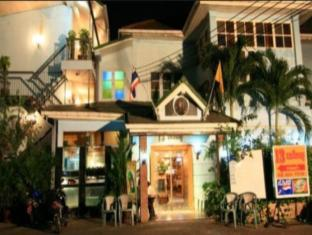 13 coins antique villa hotel