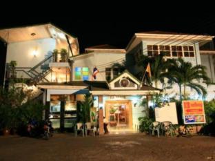 13 Coins Antique Villa Hotel Bangkok - Entrance