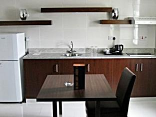 Howard Johnson Diplomat Hotel Abu Dhabi - Kitchen