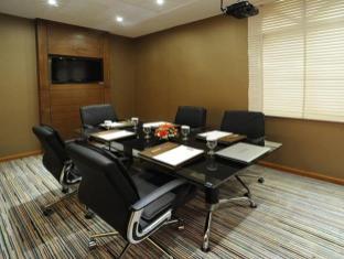 Howard Johnson Diplomat Hotel Abu Dhabi - Meeting Room
